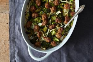 72d1ba53-43c5-45cf-a6cd-d74b87f36488-2014-0127_cp_roasted-sausage-broccoli-fennel-009